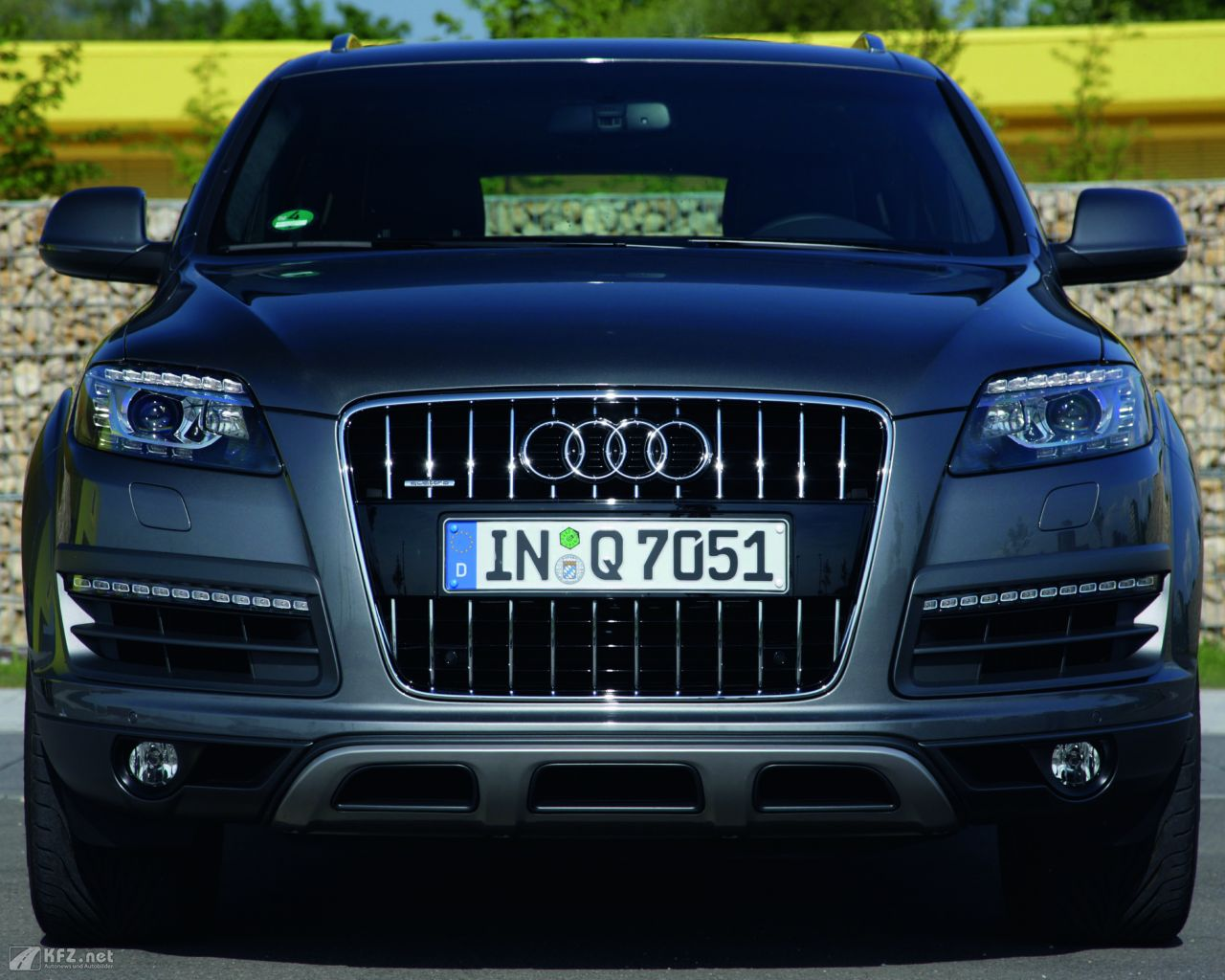 segmentation for audi q7 Company overview and market analysis for audi print changing ages is an important factor for luxury car segmentation the sales of large suv q7 and luxury a8.