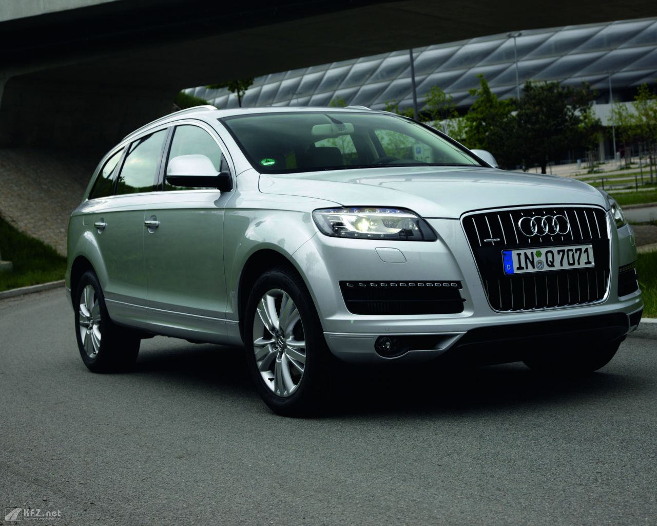 audi q7 bilder das superlativ im suv segment. Black Bedroom Furniture Sets. Home Design Ideas