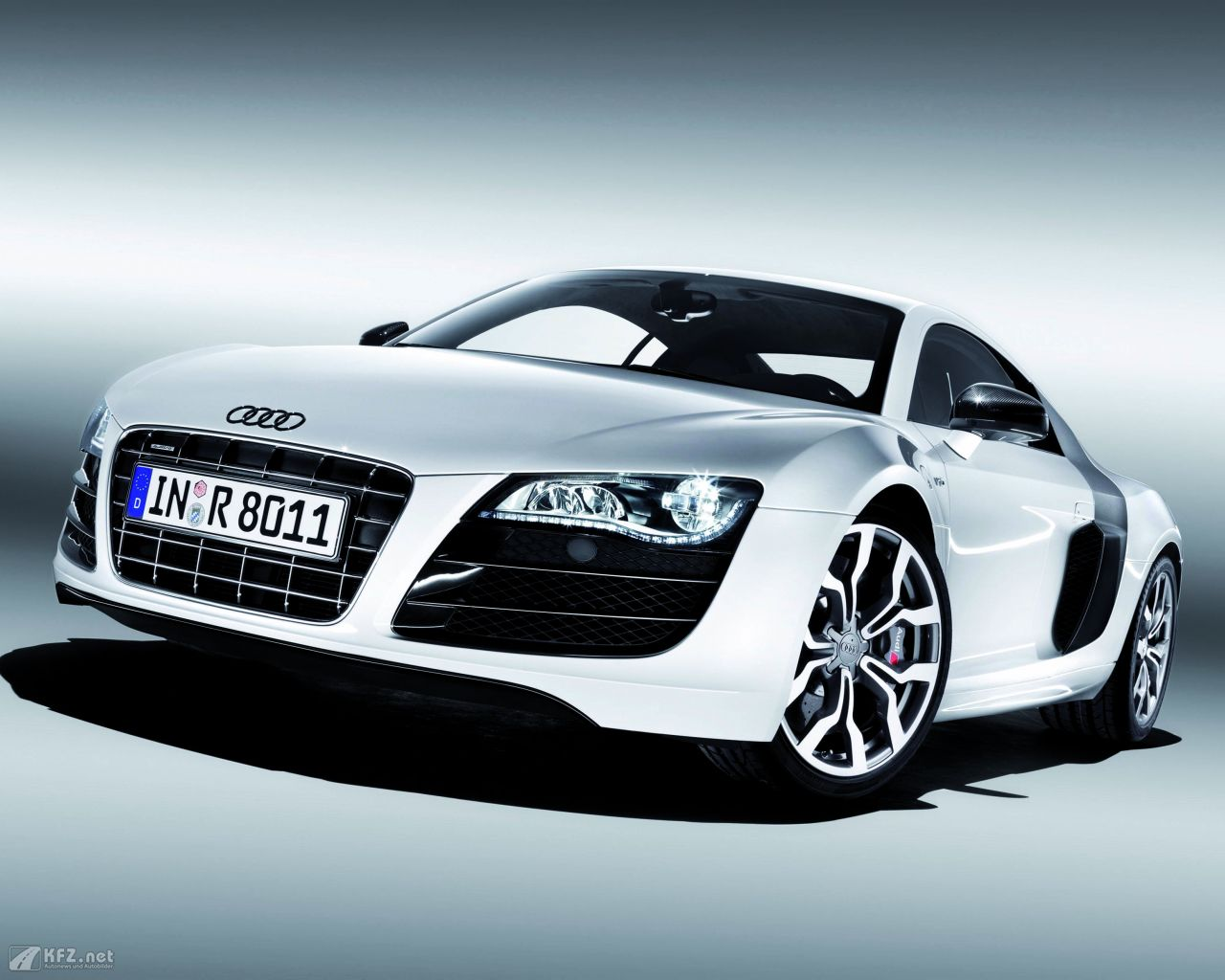 audi r8 bilder fotos vom mittelmotor sportwagen r8 mit singleframe grill. Black Bedroom Furniture Sets. Home Design Ideas