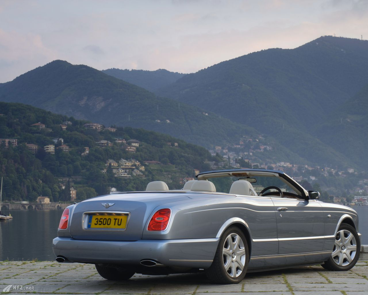 bentley-azure-1280x1024-16