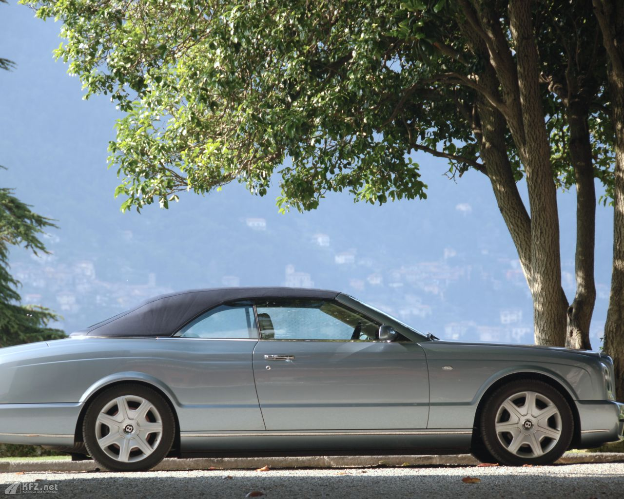 bentley-azure-1280x1024-18