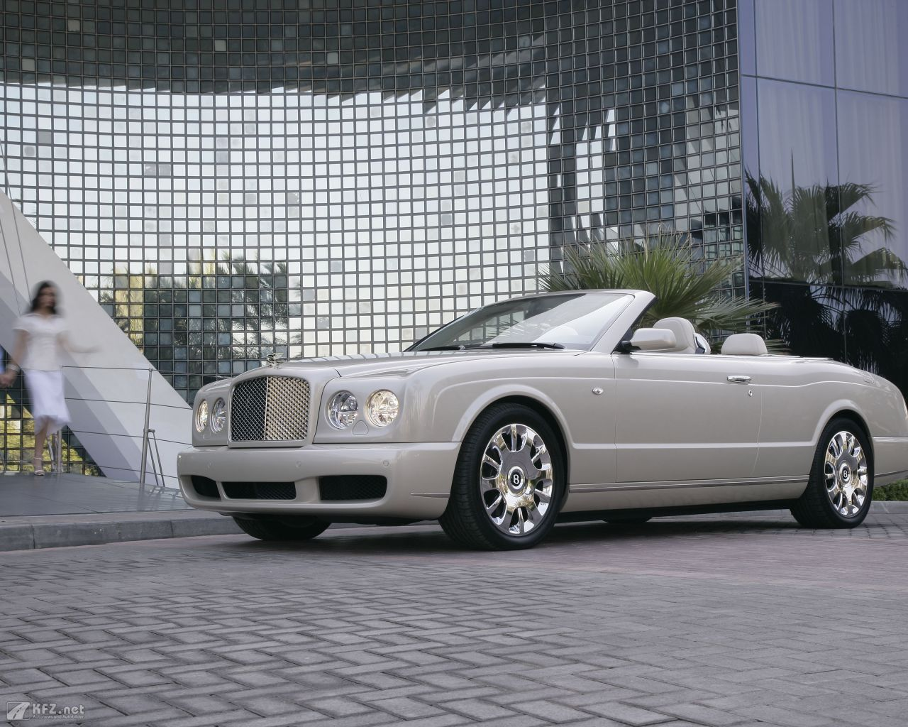 bentley-azure-1280x1024-6