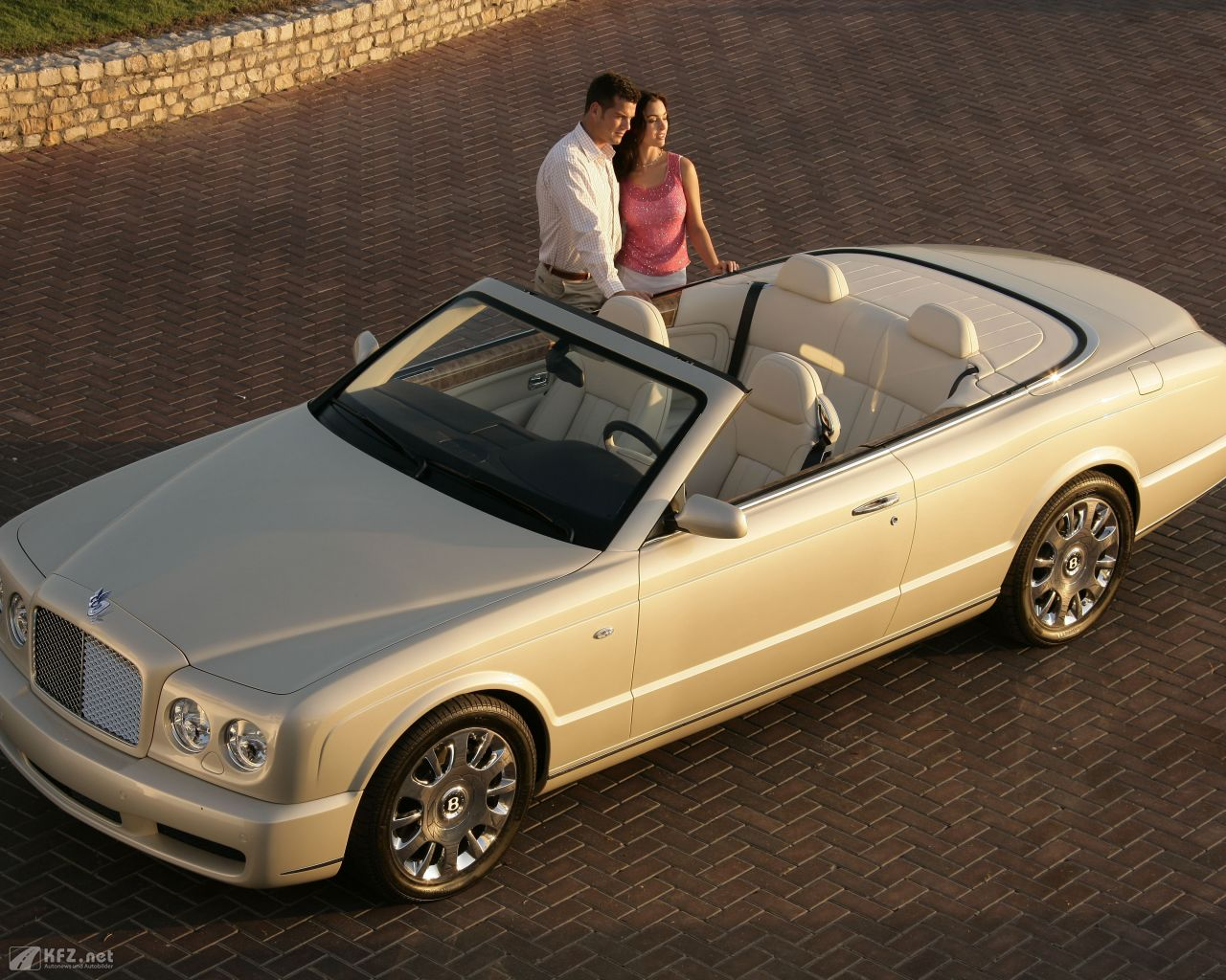 bentley-azure-1280x1024-7