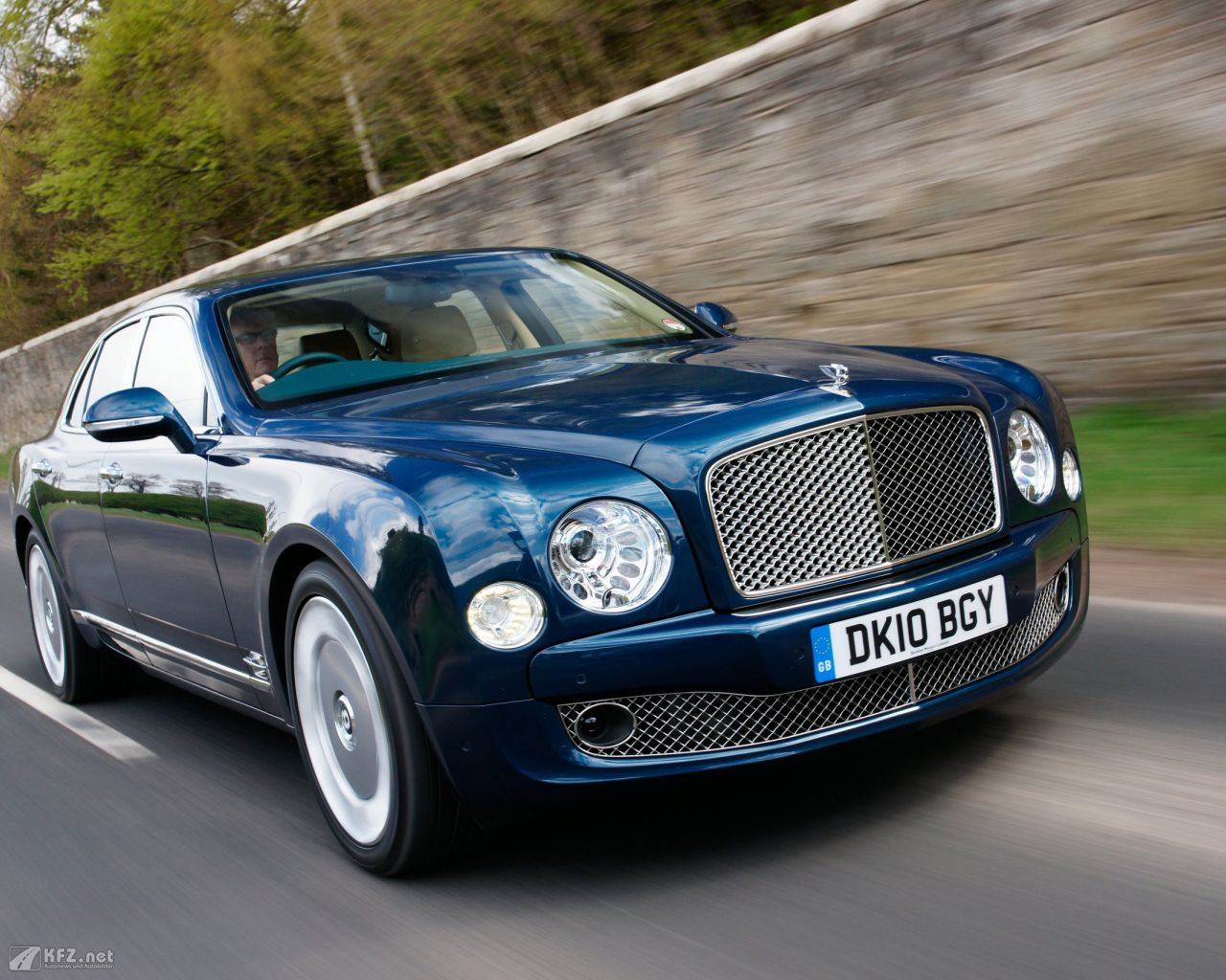 bentley-mulsanne-1280x1024-13