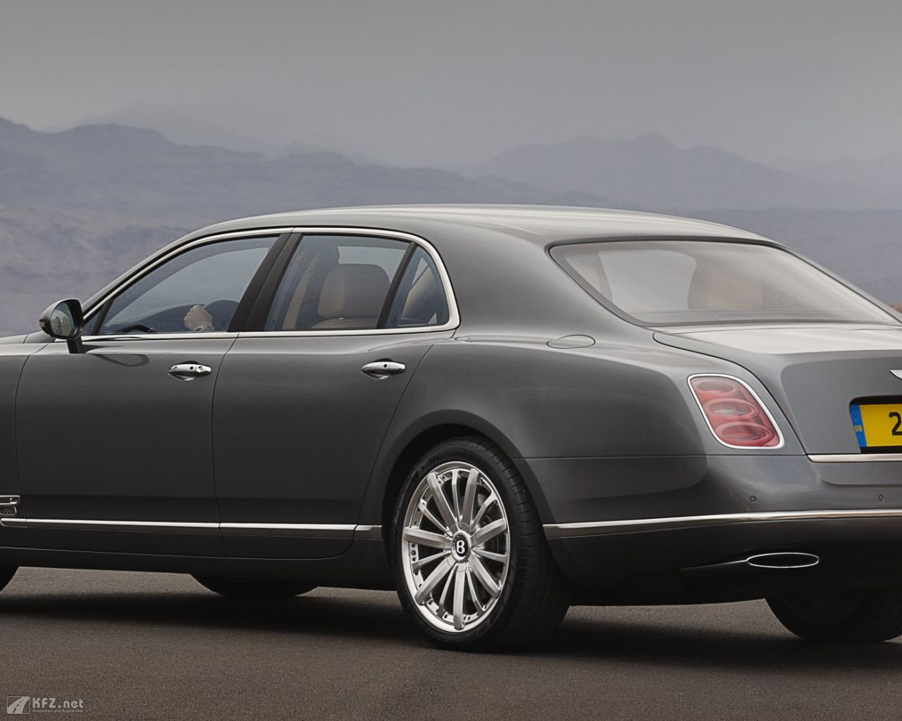 bentley-mulsanne-1280x1024-19