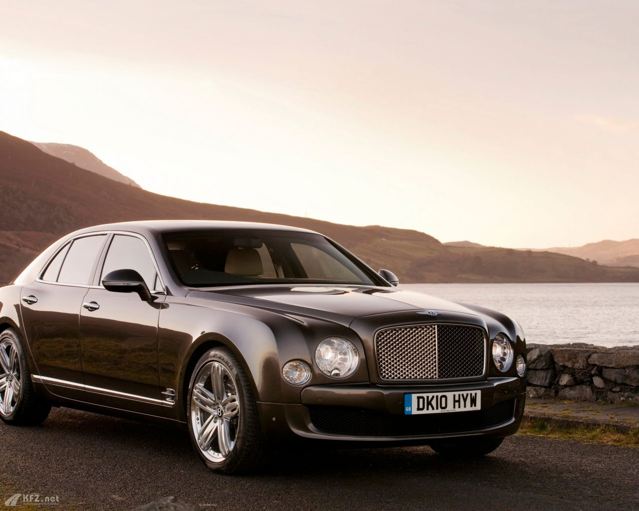 bentley-mulsanne-1280x1024-2