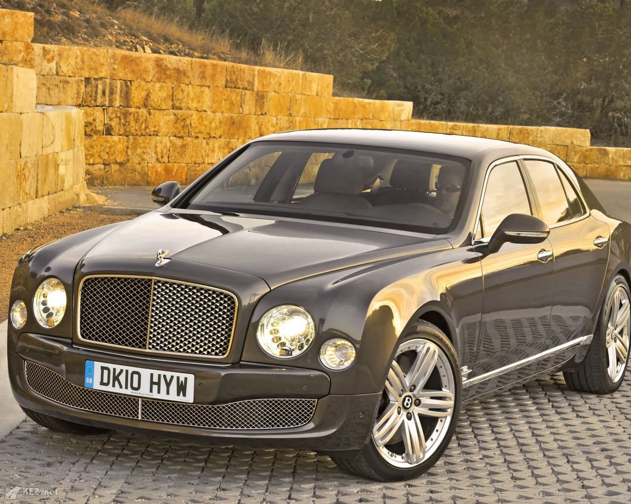 bentley-mulsanne-1280x1024-4