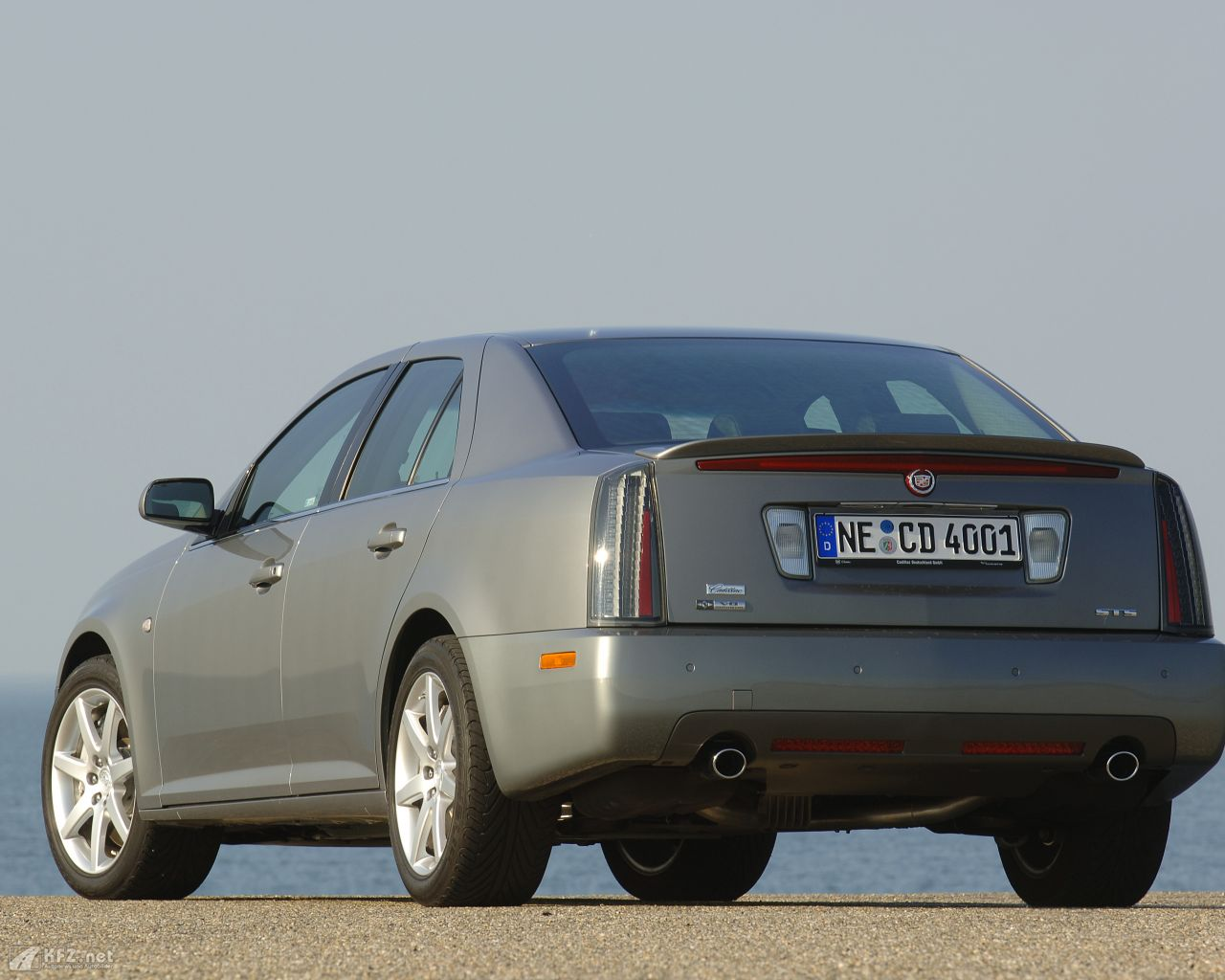cadillac-sts-1280x1024-10