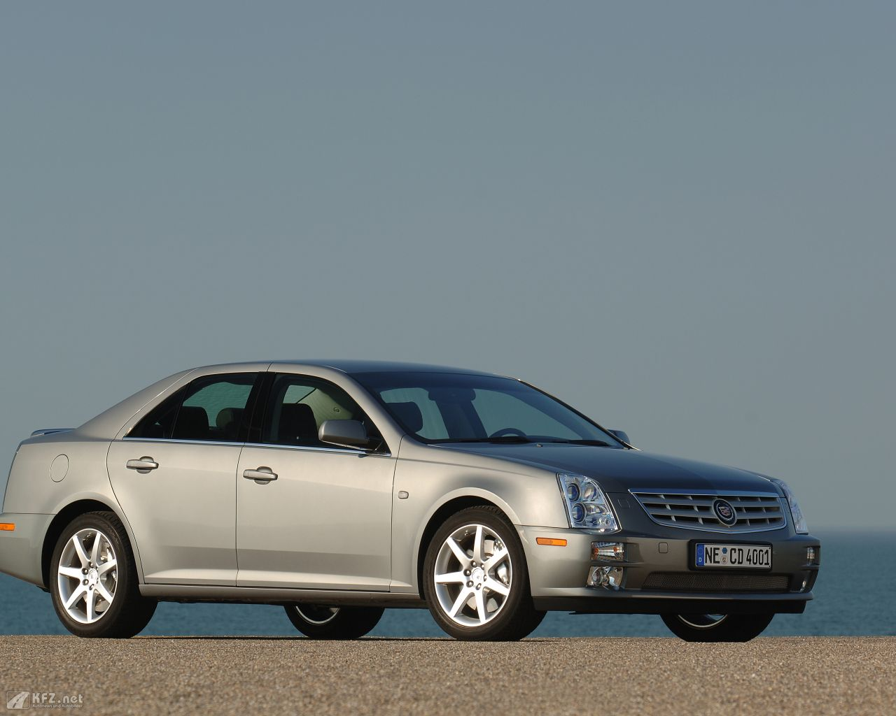 cadillac-sts-1280x1024-12