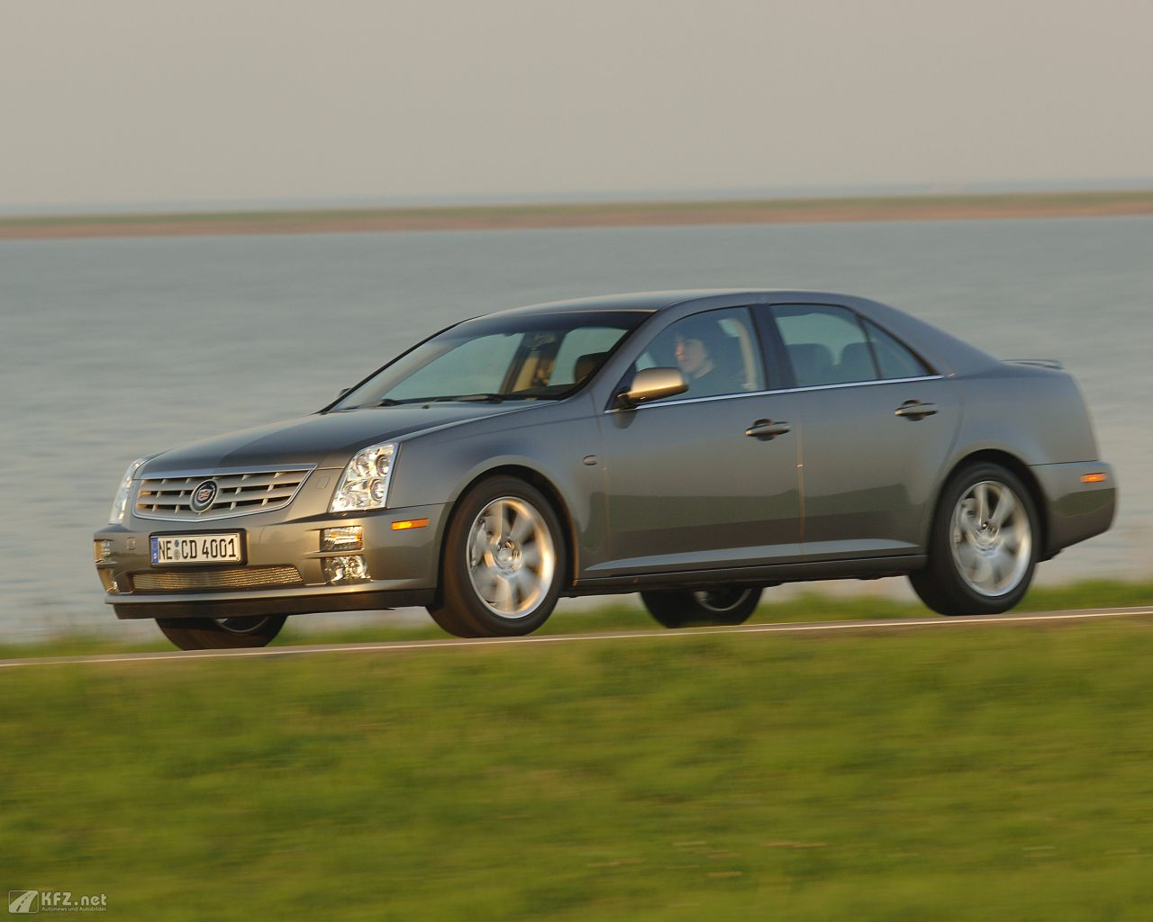cadillac-sts-1280x1024-16
