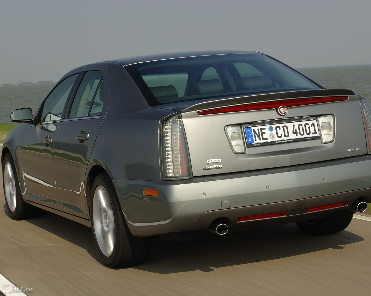 cadillac-sts-1280x1024-17