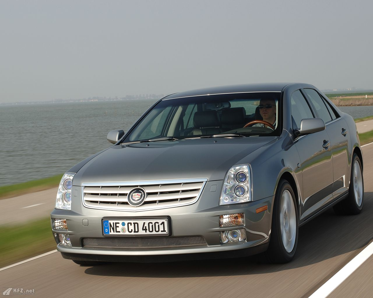 cadillac-sts-1280x1024-18
