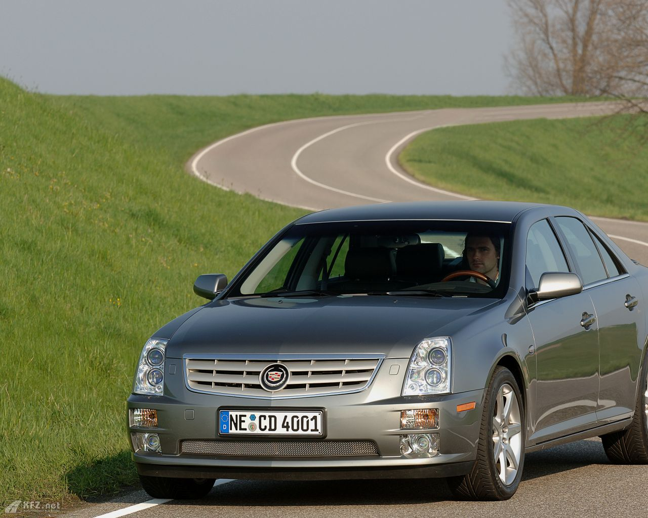 cadillac-sts-1280x1024-19