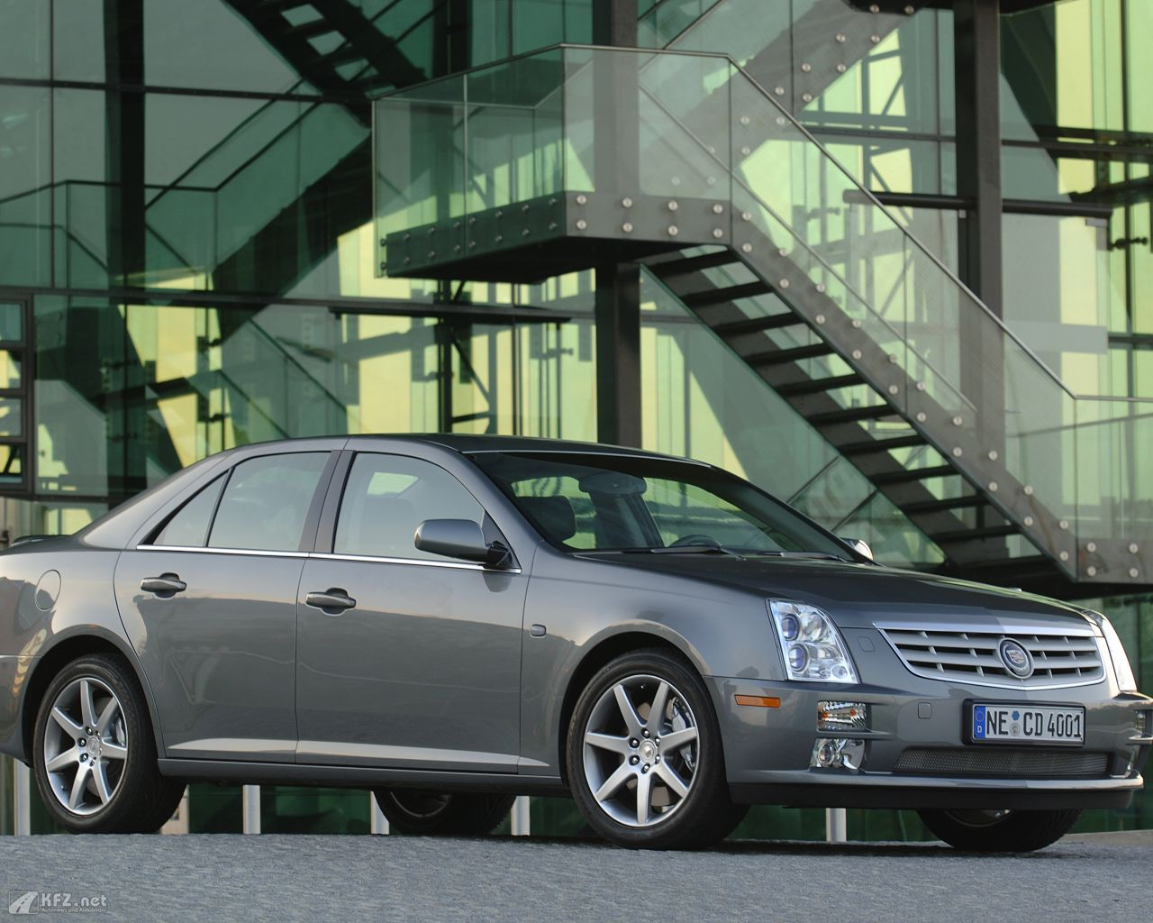cadillac-sts-1280x1024-3