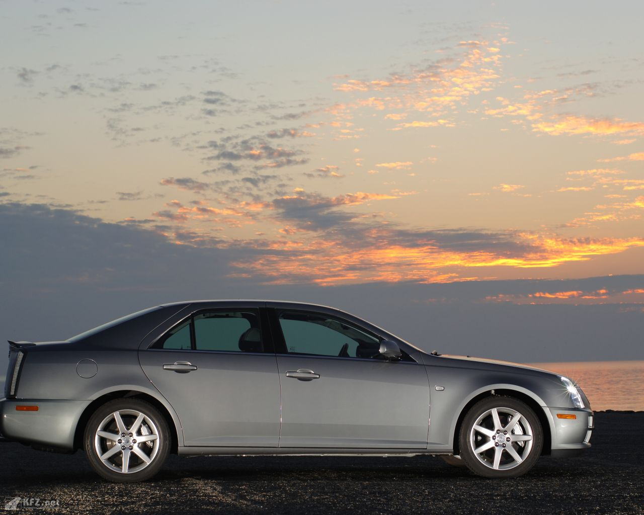 cadillac-sts-1280x1024-4