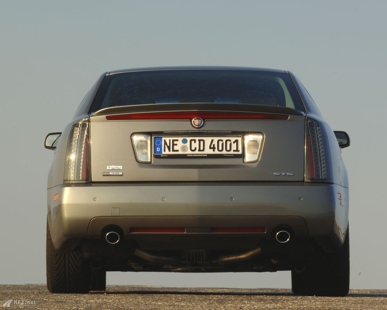 cadillac-sts-1280x1024-8