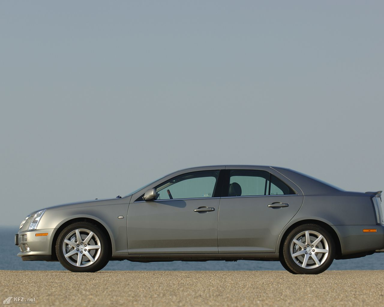 cadillac-sts-1280x1024-9