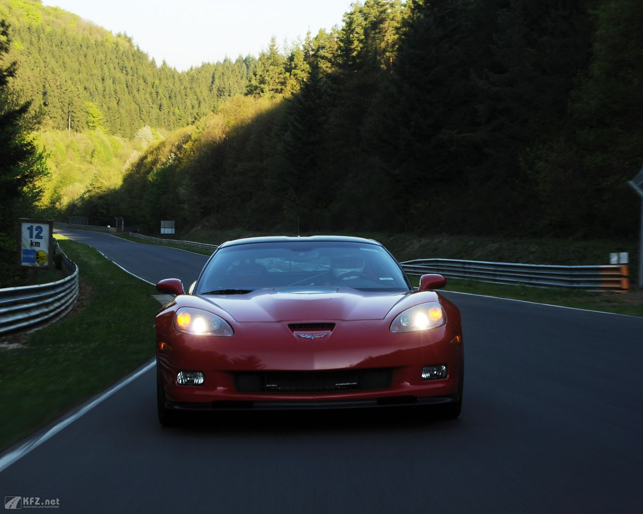 chevrolet-corvette-1280x1024-7