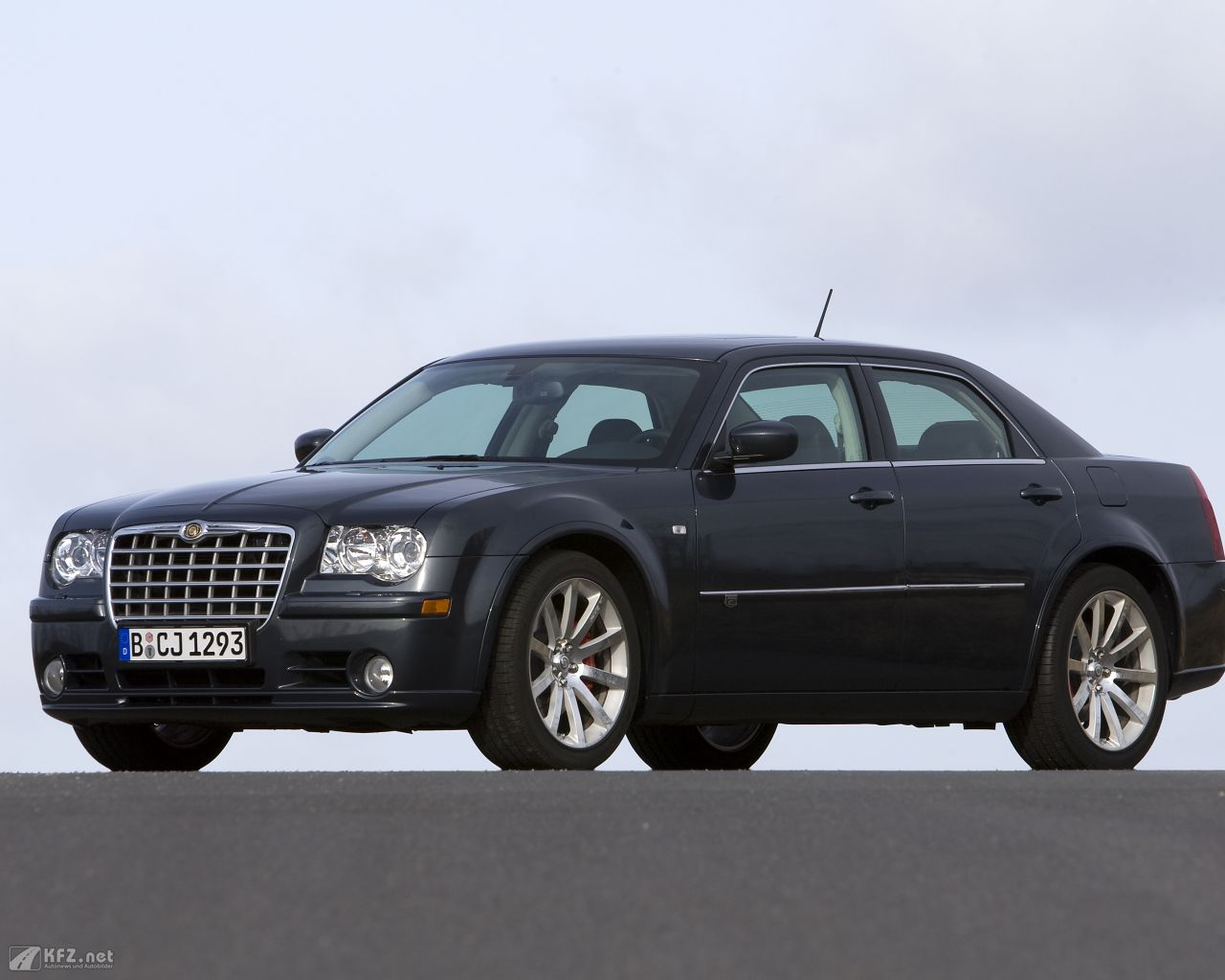 chrysler-300c-1280x1024-141