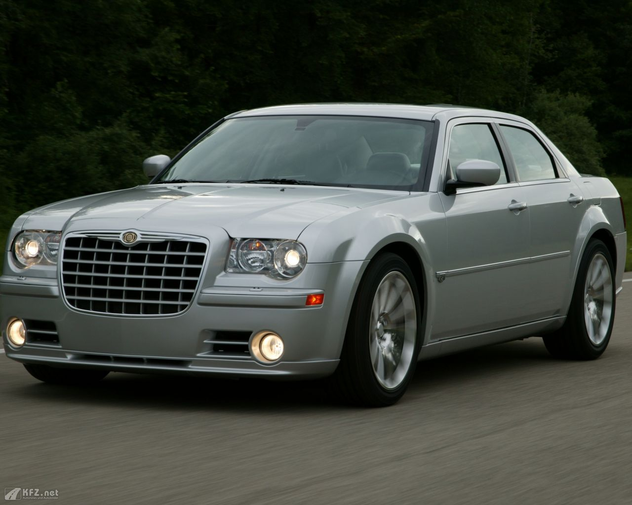 chrysler-300c-1280x1024-21
