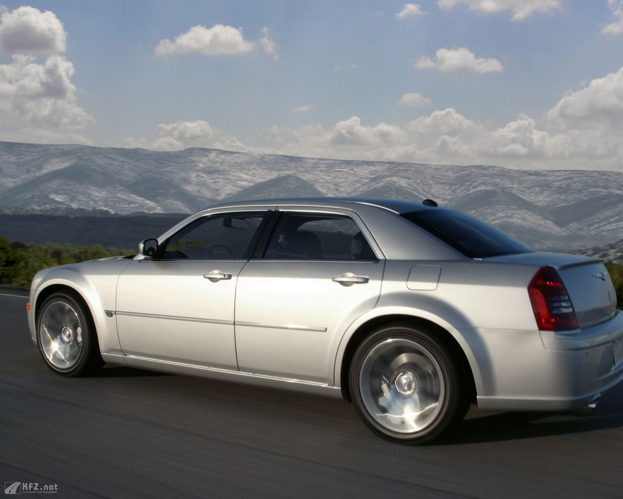 chrysler-300c-1280x1024-31