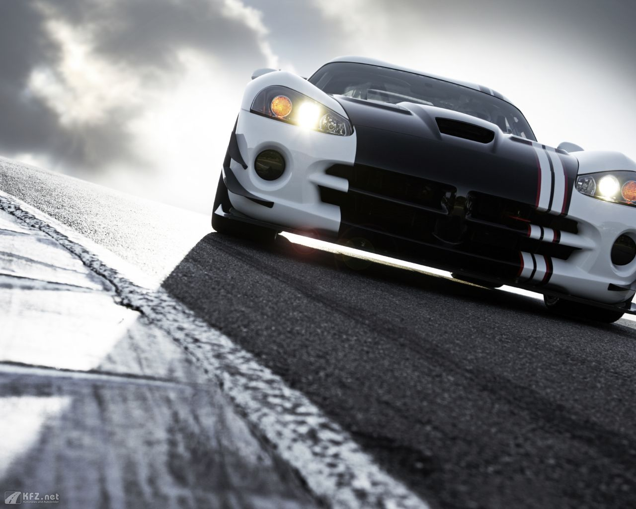 chrysler-dodge-viper-1280x1024-11