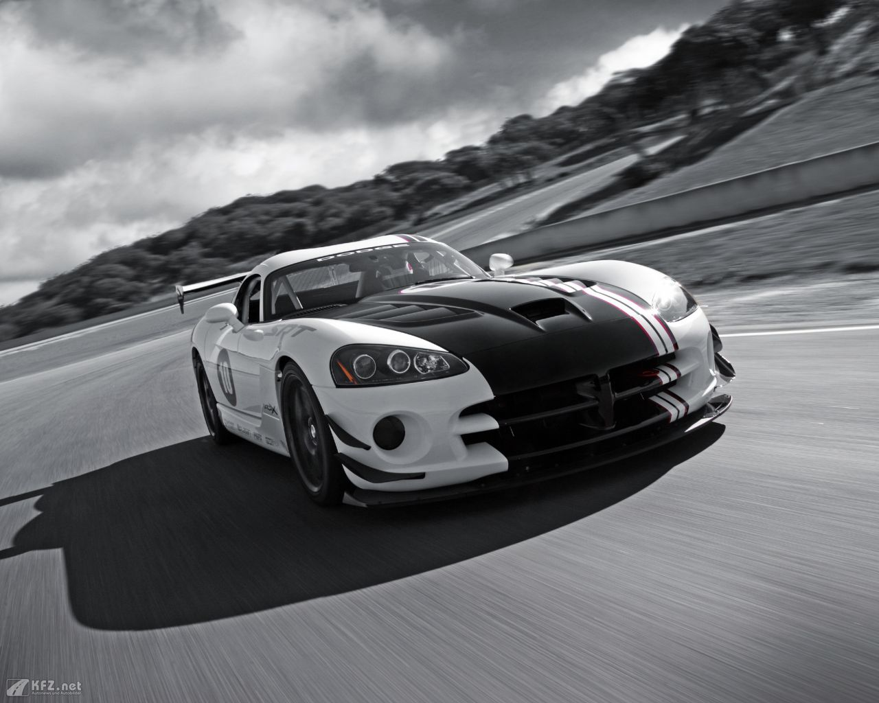 chrysler-dodge-viper-1280x1024-13