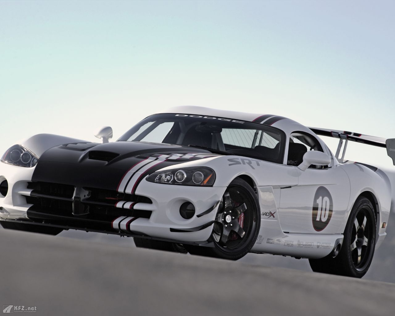 chrysler-dodge-viper-1280x1024-14