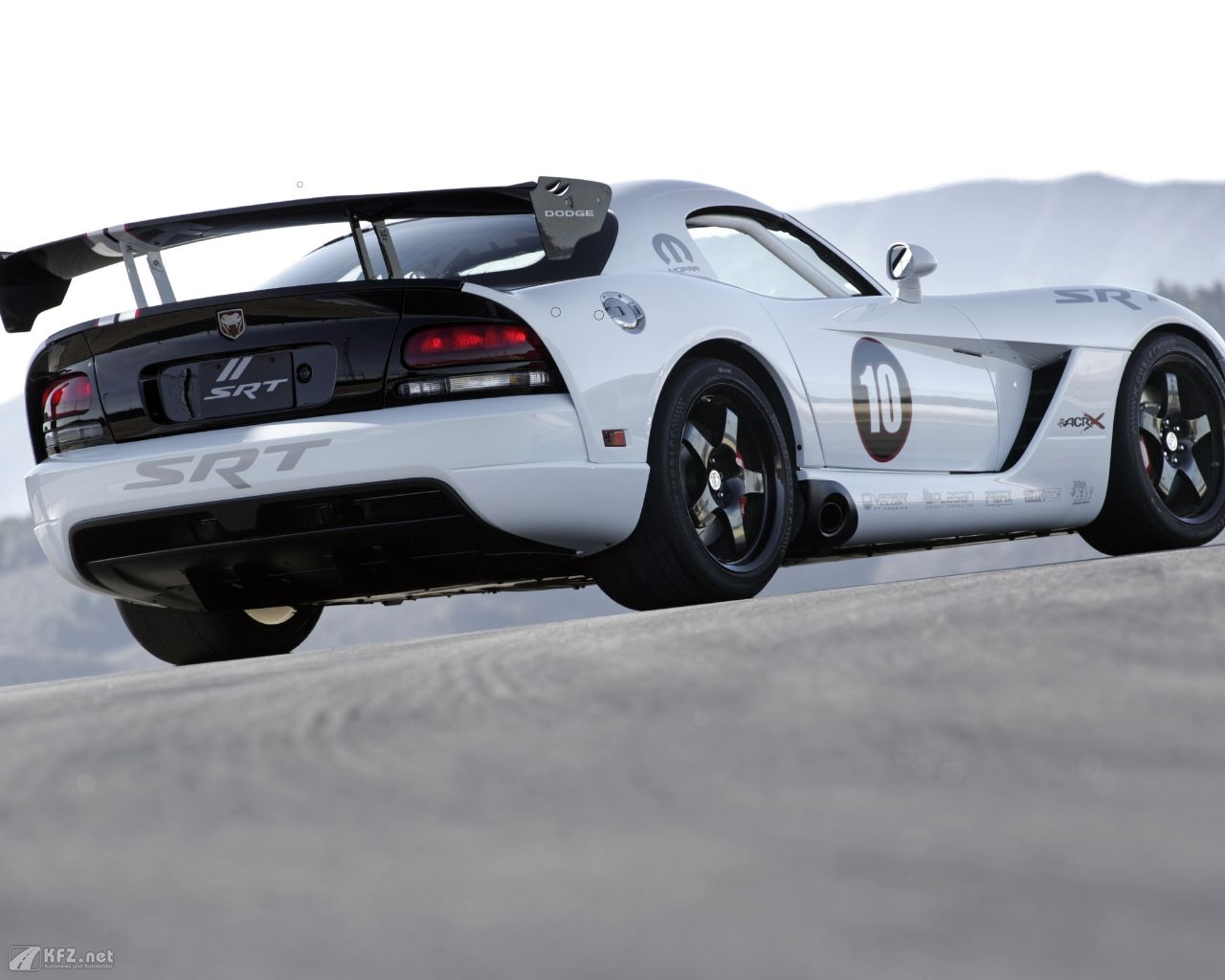 chrysler-dodge-viper-1280x1024-15