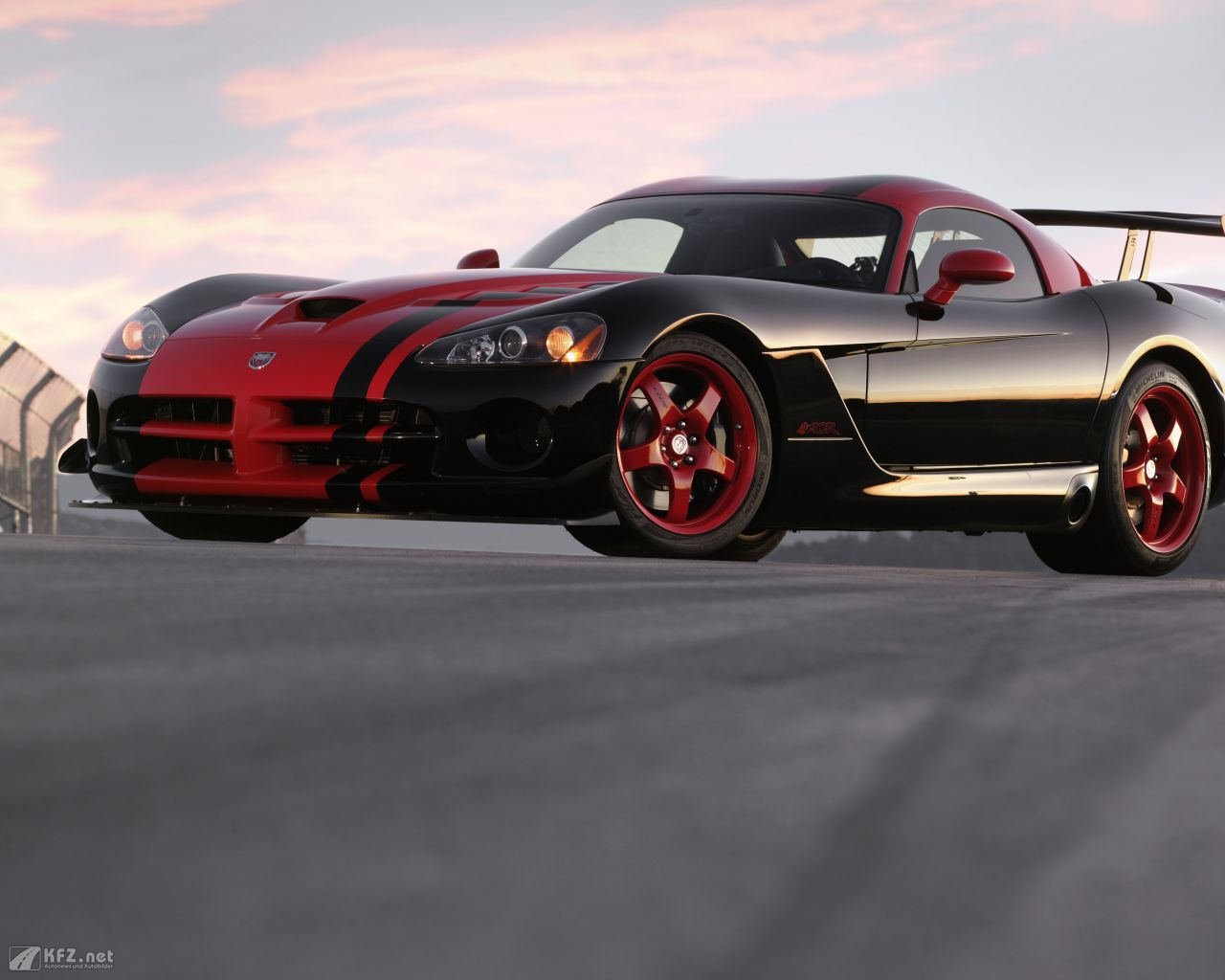 chrysler-dodge-viper-1280x1024-20