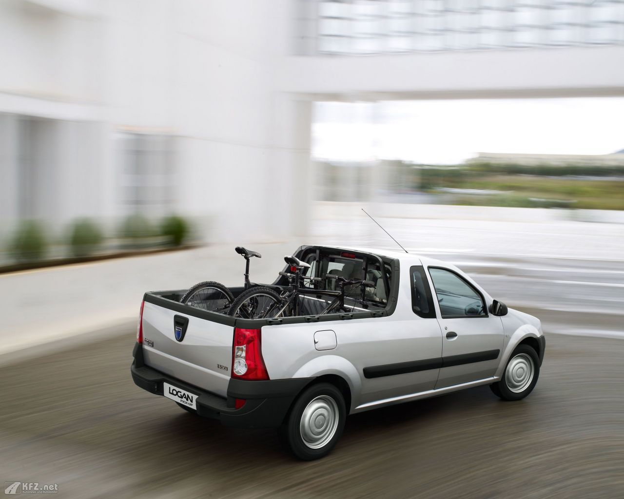 dacia-pick-up-1280x1024-111