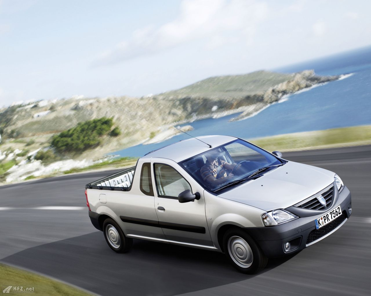 dacia-pick-up-1280x1024-171