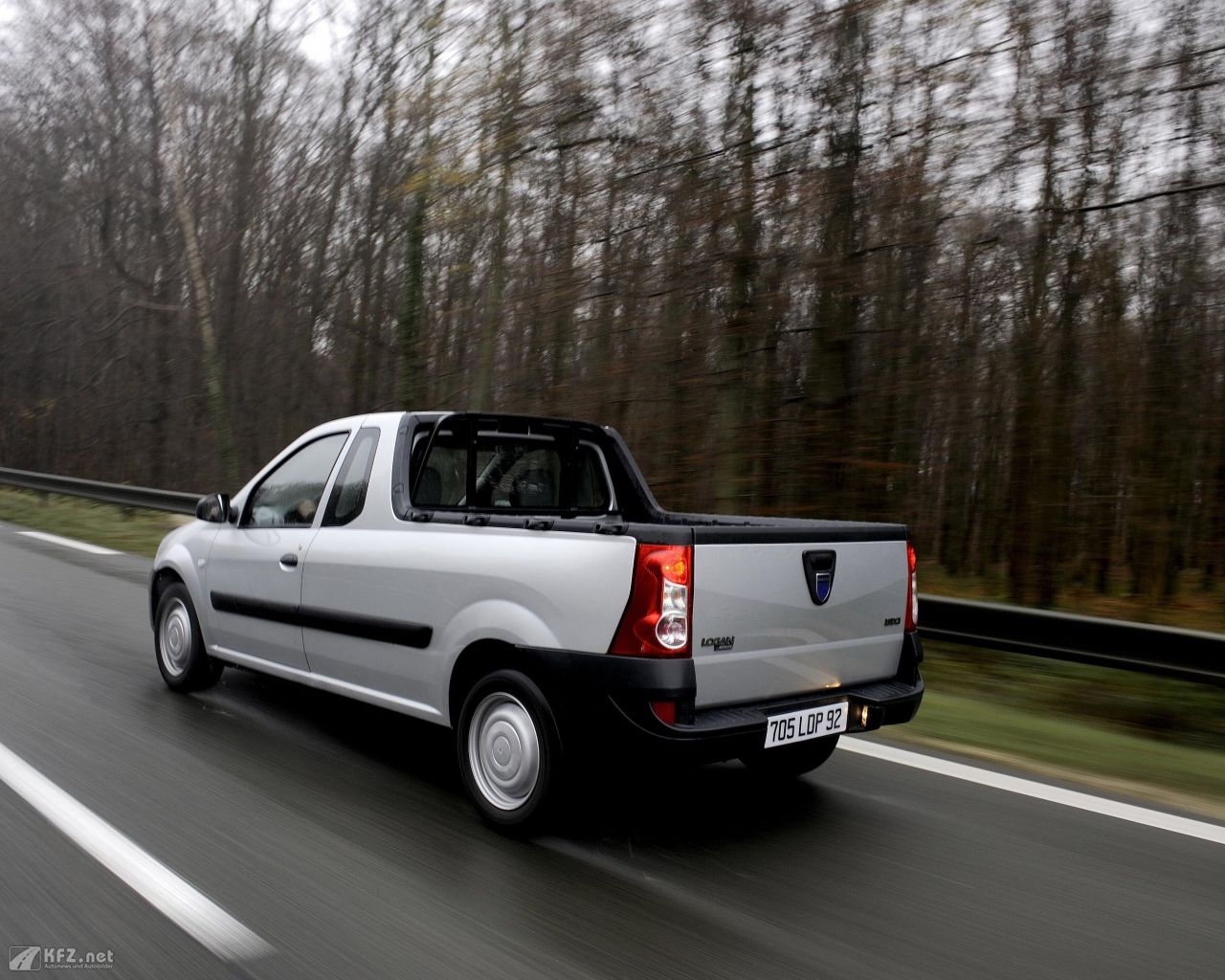 dacia-pick-up-1280x1024-41