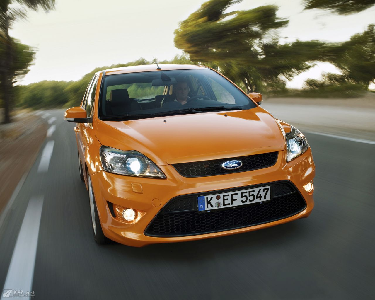ford-focus-1280x1024-10