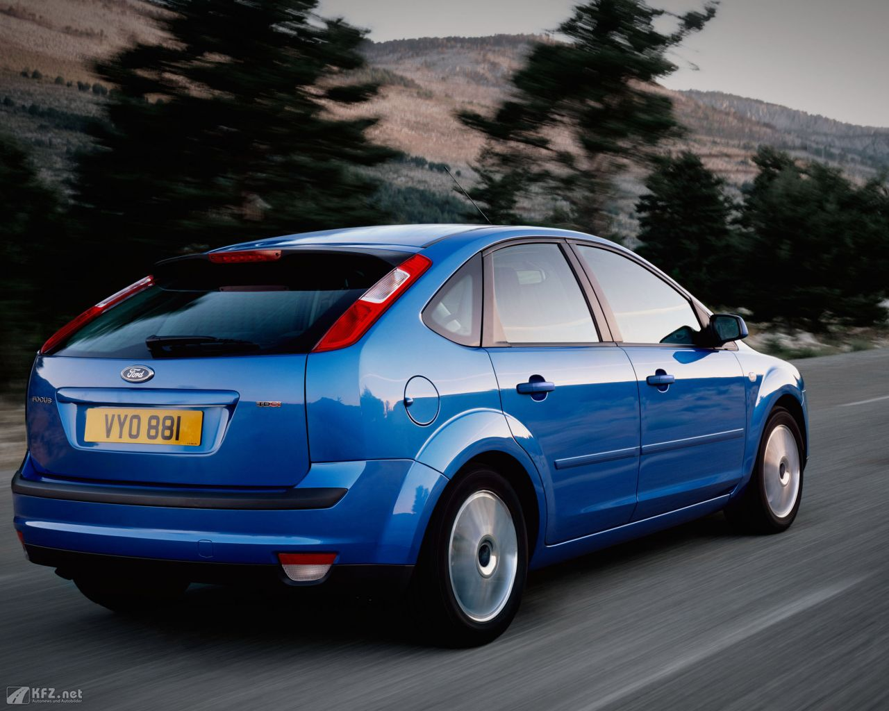 ford-focus-1280x1024-12