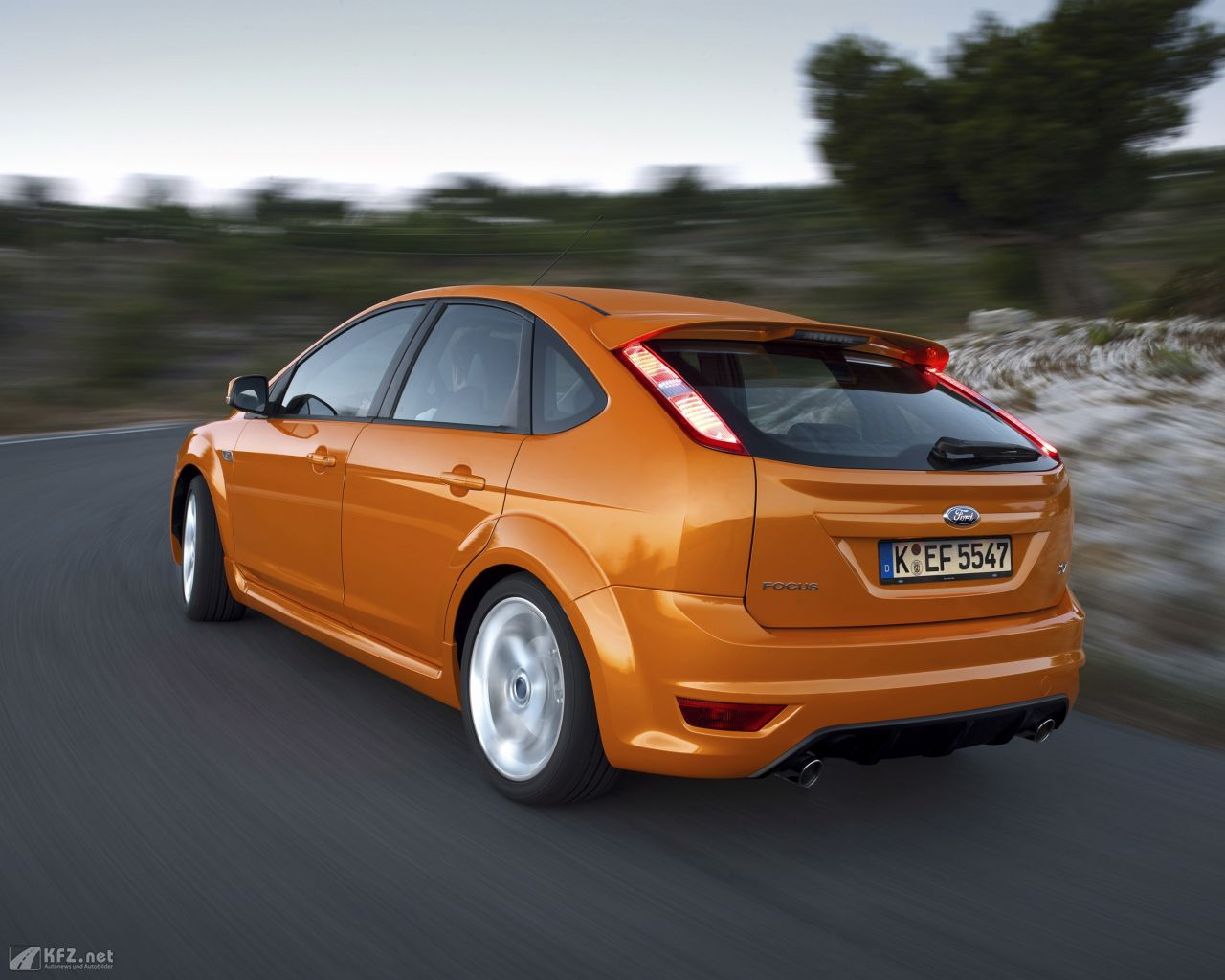ford-focus-1280x1024-9