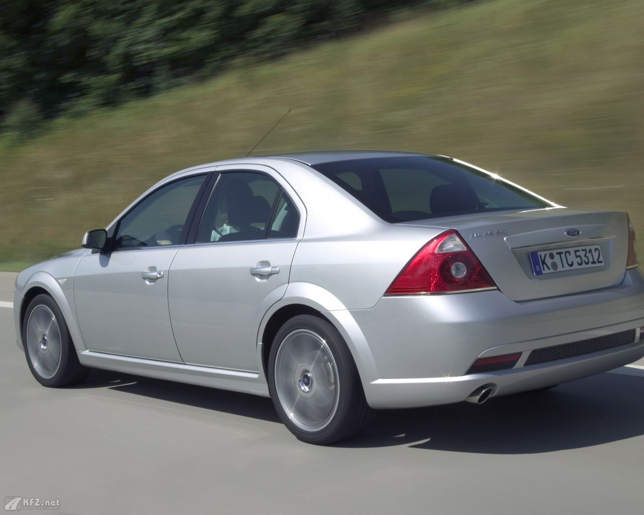 ford-mondeo-1280x1024-13