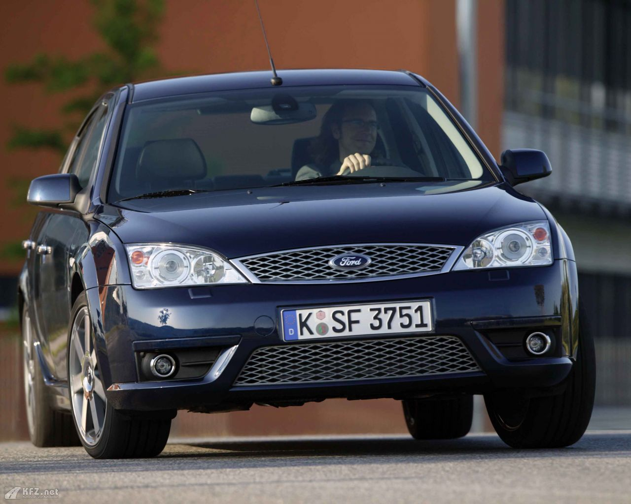 ford-mondeo-1280x1024-15