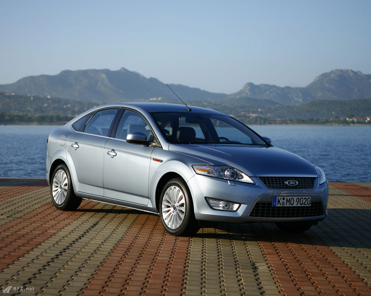 ford-mondeo-1280x1024-18