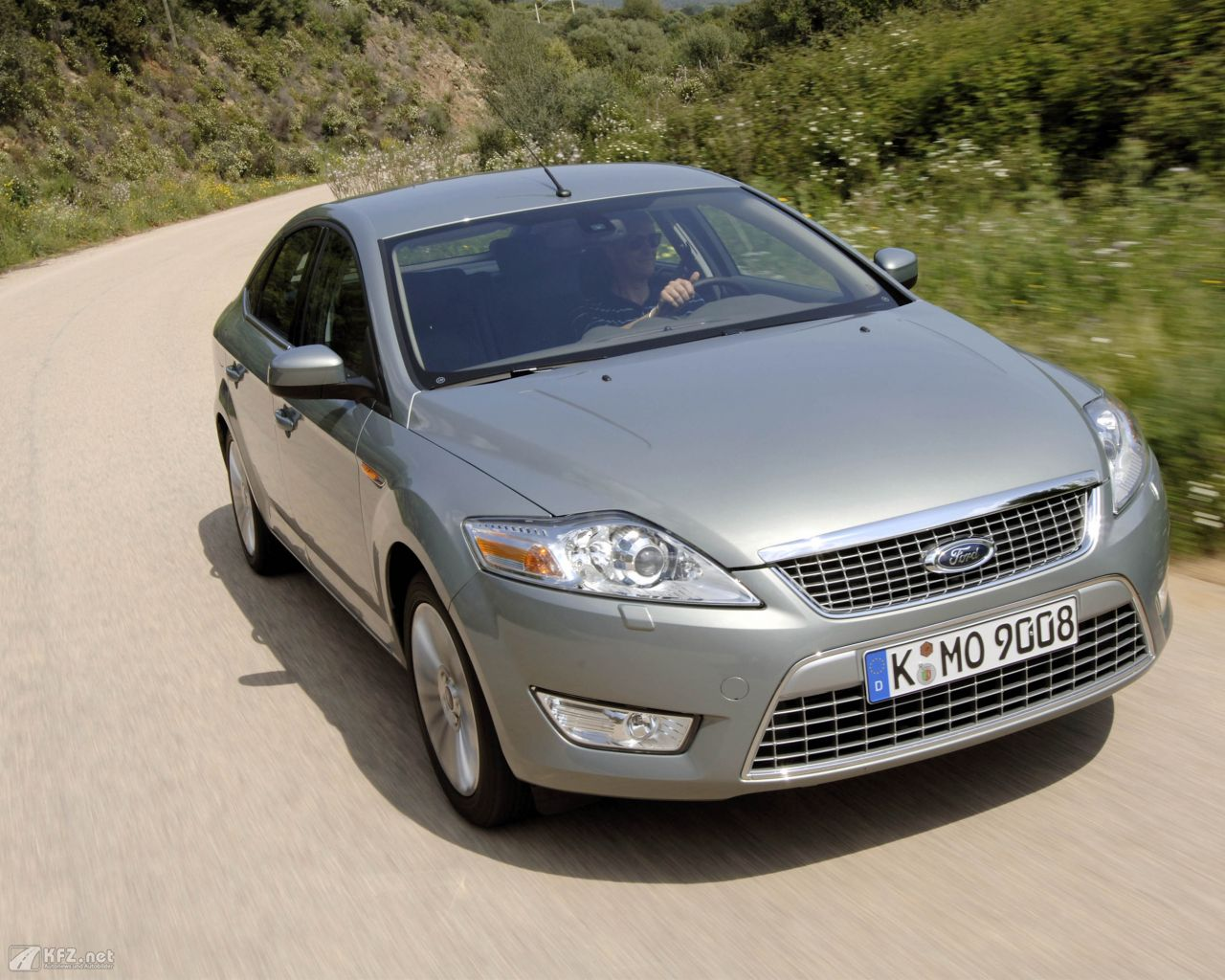 ford-mondeo-1280x1024-2