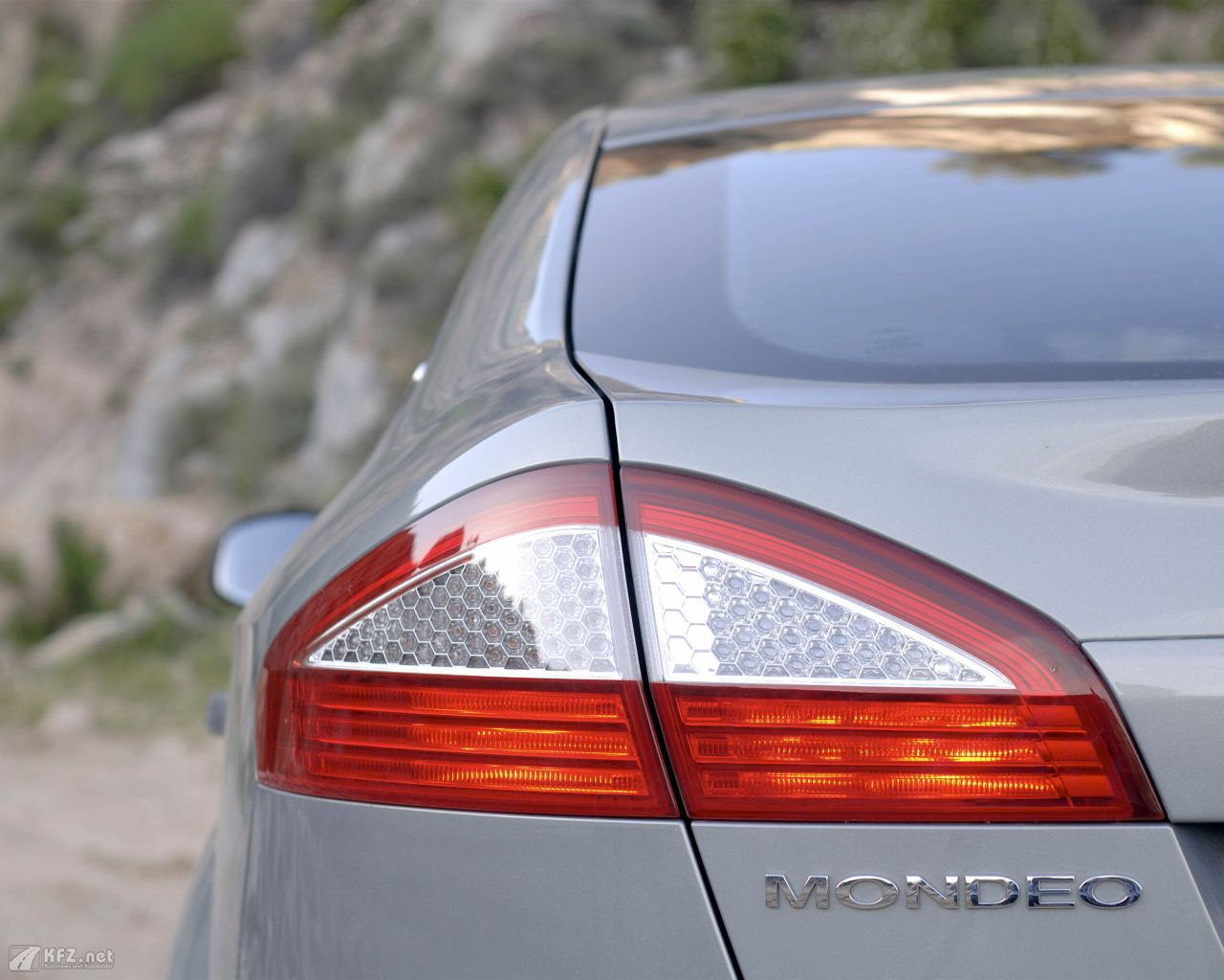 ford-mondeo-1280x1024-3