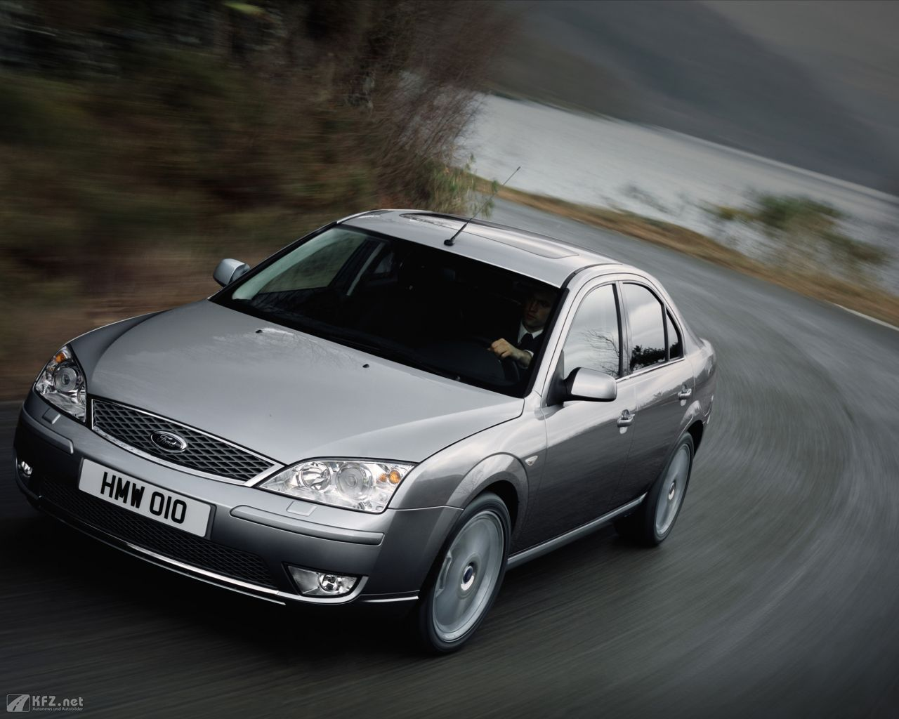 ford-mondeo-1280x1024-4