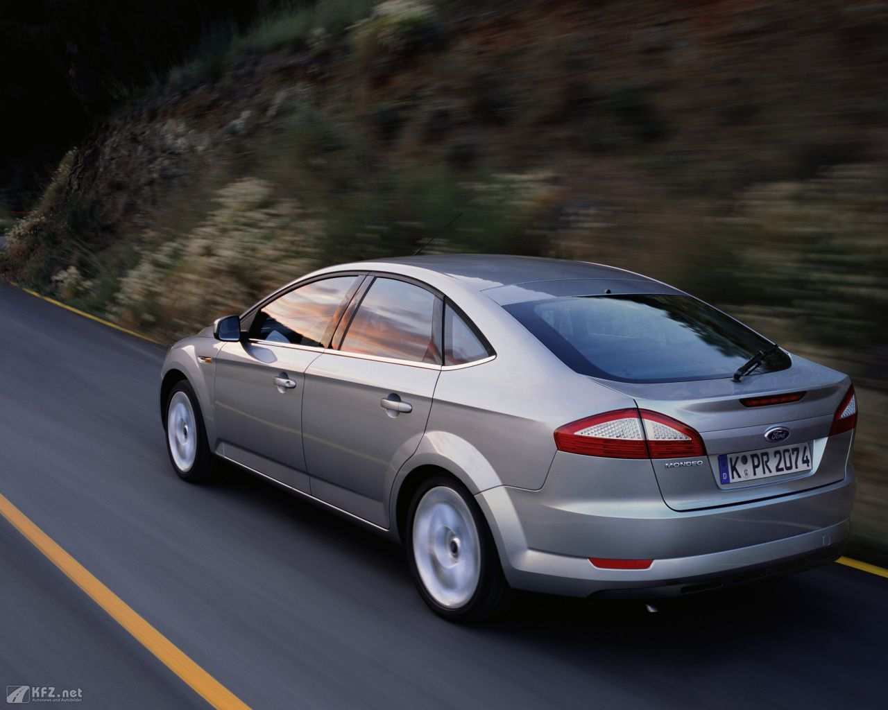ford-mondeo-1280x1024-8