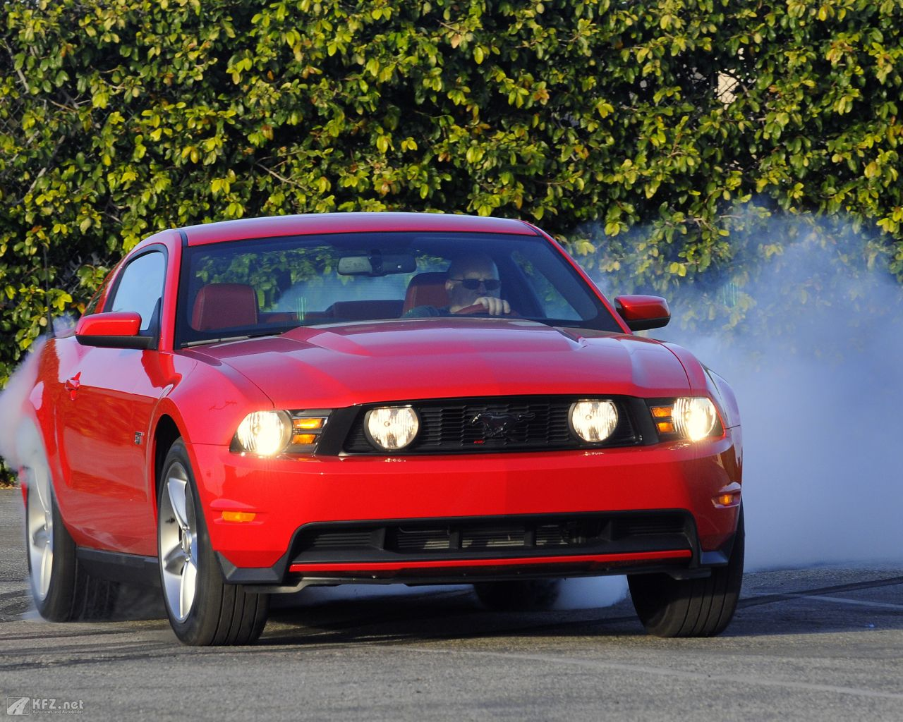 ford-mustang-1280x1024-16