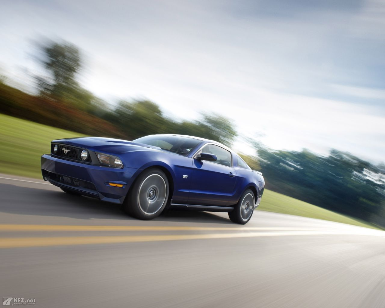 ford-mustang-1280x1024-3