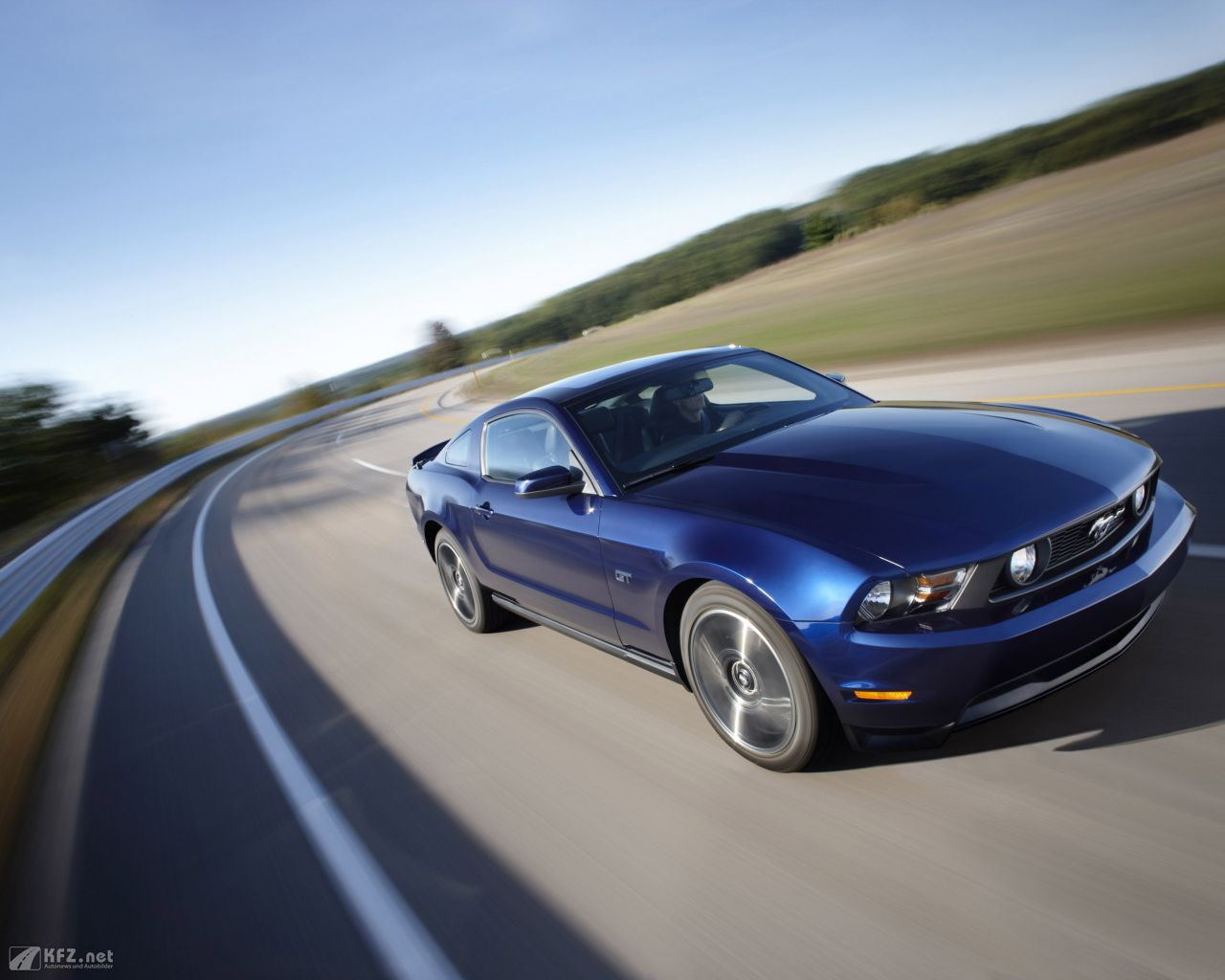 ford-mustang-1280x1024-4