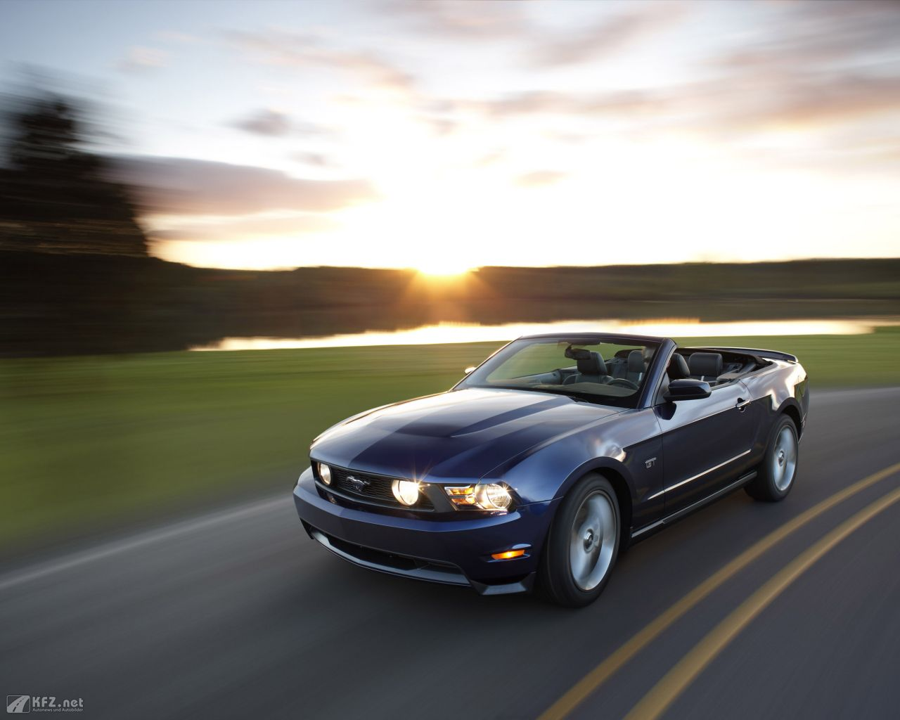 ford-mustang-1280x1024-6