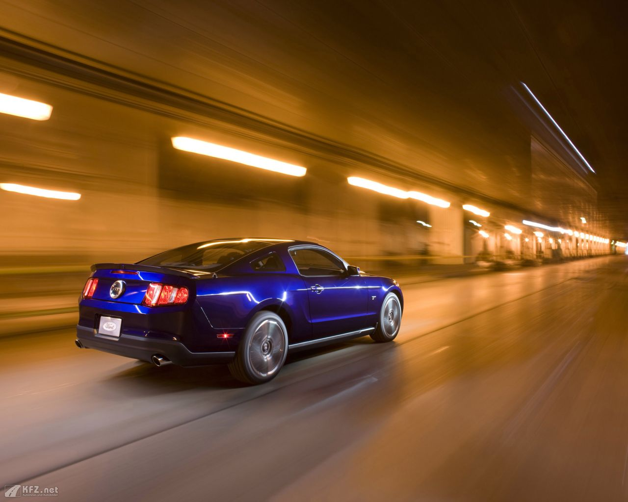 ford-mustang-1280x1024-8