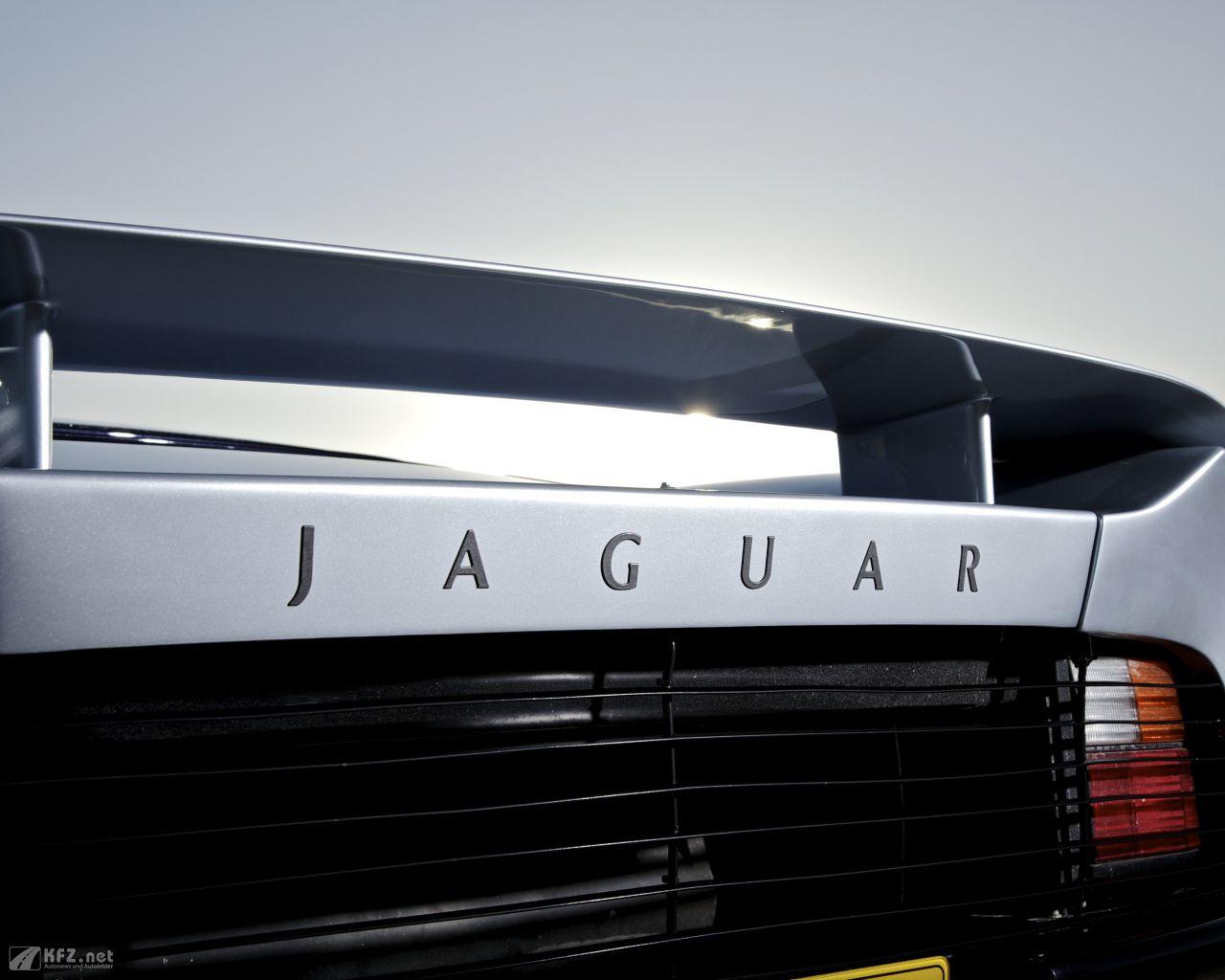 jaguar-xj220-1280x1024-17