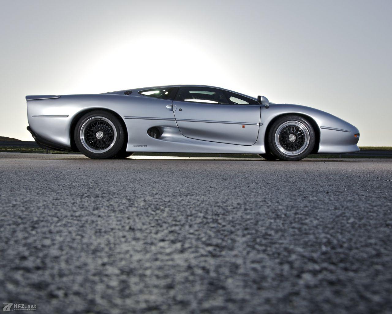 jaguar-xj220-1280x1024-2